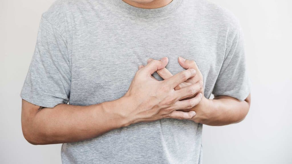 Chest Pain During Alcohol Withdrawal   Causes & Other Complications