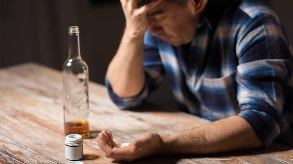 Mixing Ibuprofen & Alcohol   Risks & Safety